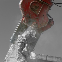 Job report | American airbase in Germany crumbles under the power of the Rotar demolition shear