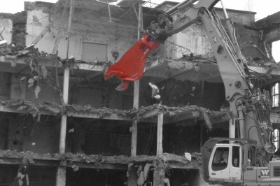 Job report   Rotar scrap shear shows what it's made of during industrial demolitions in Germany
